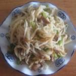 蒜苔肉丝炒饼
