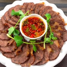 年夜饭上的卤牛肉