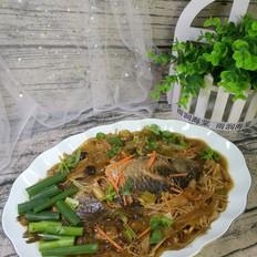 宽粉针菇炖鲫鱼