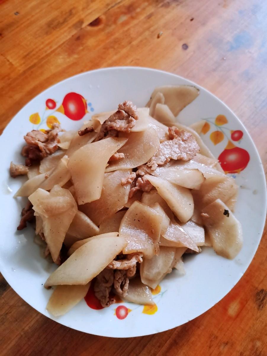 猪肉炒萝卜