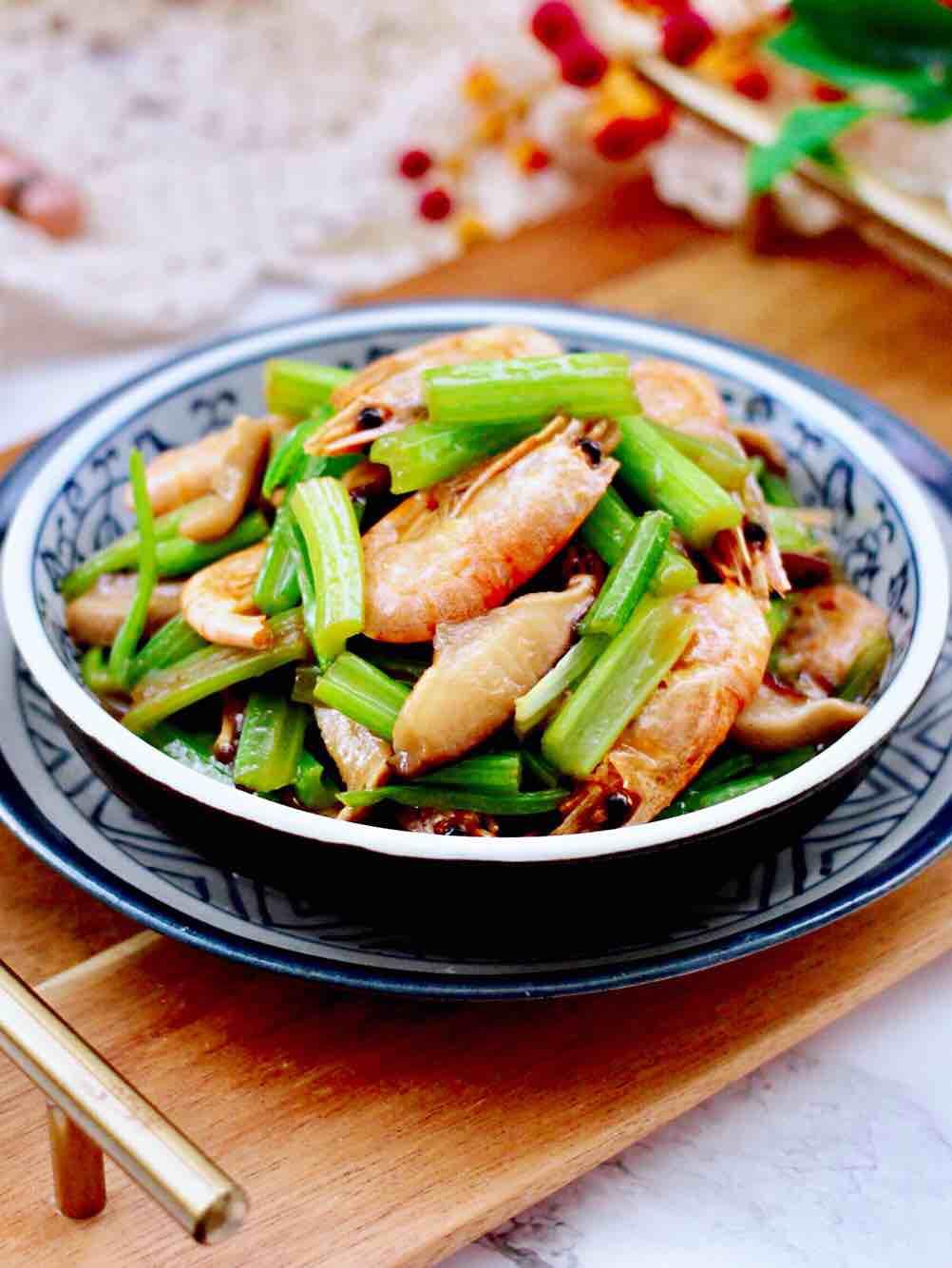 芹菜炒香菇