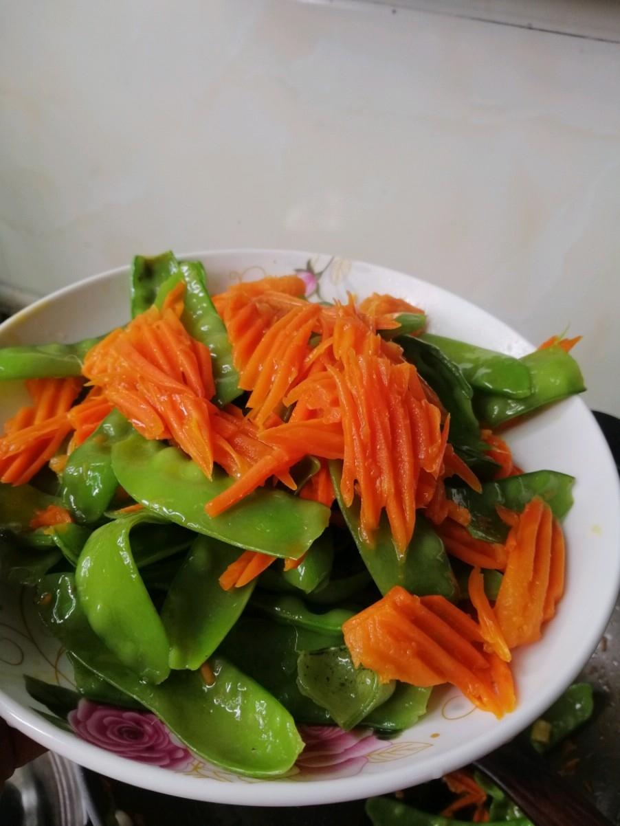 萝卜炒荷兰豆