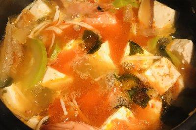 辣白菜海鲜豆腐汤