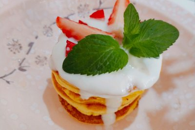 简单易做小甜品 草莓酸奶松饼