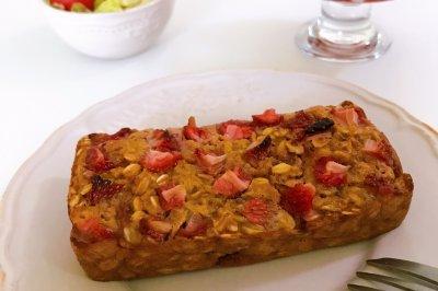 健康低脂的草莓燕麦蛋糕