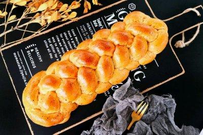 六股辫子奶茶面包