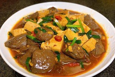 超入味的鸭血炖豆腐