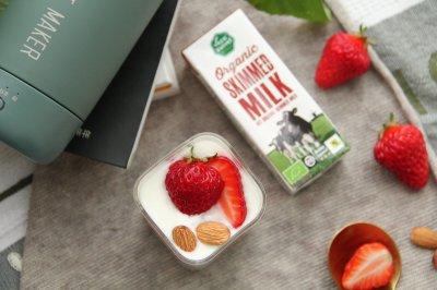 脱脂奶版本草莓坚果酸奶杯