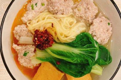 简单易做的肉丸汤面