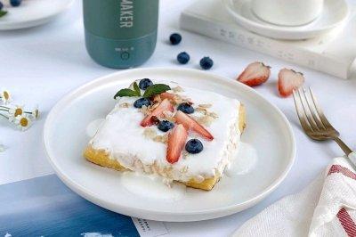 营养早餐水果酸奶西多士