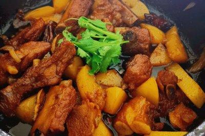 砂锅版:土豆烧排骨