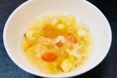 桃胶皂米银耳汤
