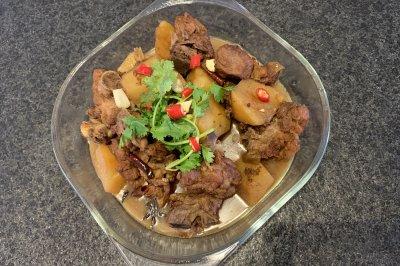 美味排骨炖土豆