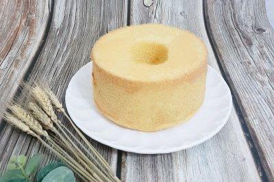 咸蛋黄肉松中空戚风蛋糕