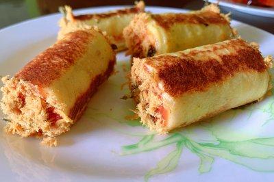 平底锅高颜值早餐:肉松吐司卷儿