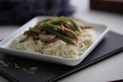 台式蒸烤箱:豆角肉丝蒸面