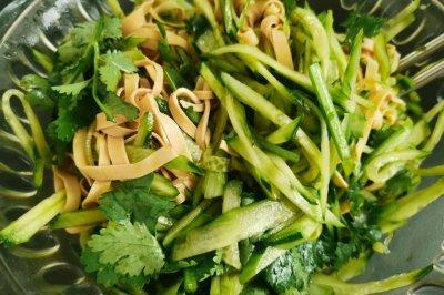 凉拌黄瓜豆腐丝