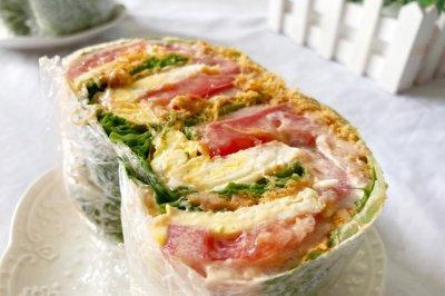 不用面包片的蔬菜三明治