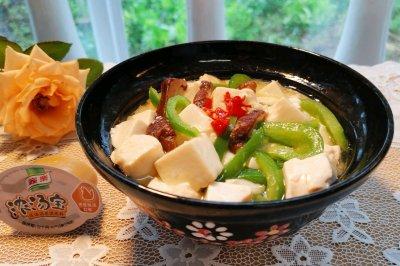 浓汤宝版的青椒香菇烩豆腐