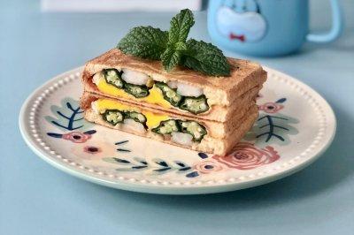 秋葵虾仁煎蛋三明治