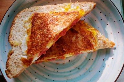快手早餐:吐司三明治