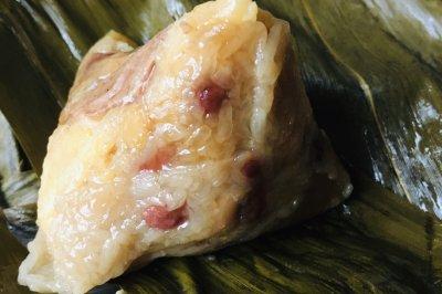 广式版的香糯三角咸蛋黄肉粽