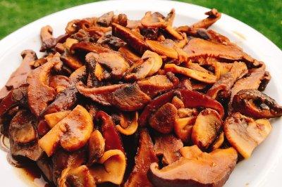 超快手下饭菜:酱焖双菇