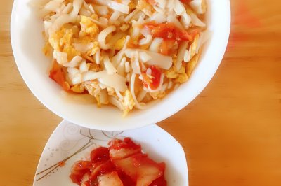 快速早餐:西红柿鸡蛋炒面