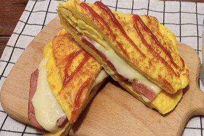 蛋包三明治