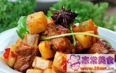猪排骨焖土豆的做法